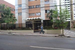 Apartamento com 2 Quartos para Alugar, 74 m² por R$