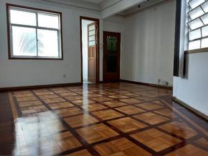 Apartamento com 3 Quartos para Alugar, 130 m² por R$
