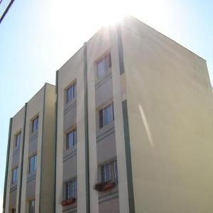 Apartamento com 3 Quartos para Alugar por R$ 1.250/Mês