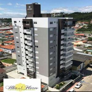 Apartamento com 3 Quartos à Venda, 80 m² por R$ 295.000