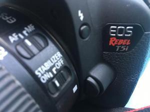 Câmera Canon Eos T5i + lente mm