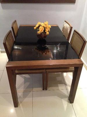Mesa de jantar com 4 cadeiras em madeira