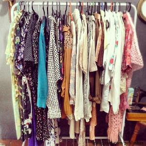 Vendo 2 mil peças de roupas