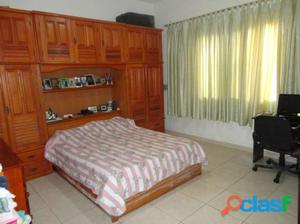 Casa de 4 Quartos em Condomínio à Venda -