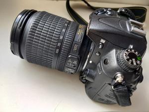 Câmera digital Nikon D com lente  mm.