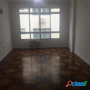 Apartamento com 3 dormitórios para alugar, 160 m² por R$
