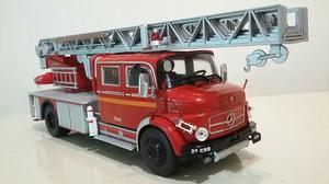 Miniatura Caminhão de Bombeiros Mercedes Benz, escala 1:43.