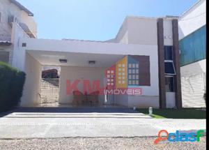 Vende-se linda casa semi-mobiliada no condomínio Veronique.