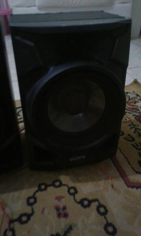 Duas caixas de som da Sony