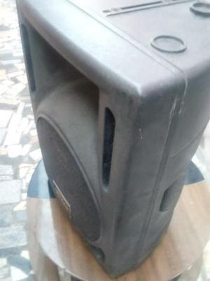 Vendo uma caixa de som ativa com alto falante de 12