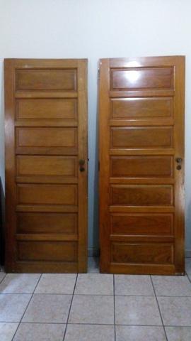 (2)Porta madeira maciça + (1) porta de ferro c/ vidro e