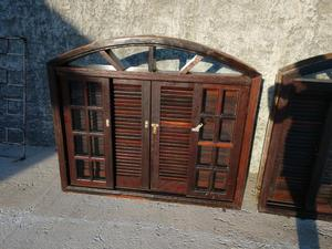Janelas de madeira Imbuia com veneziana e vidros