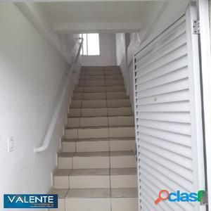 Sobreposta alta com 2 dormitórios em São Vicente.