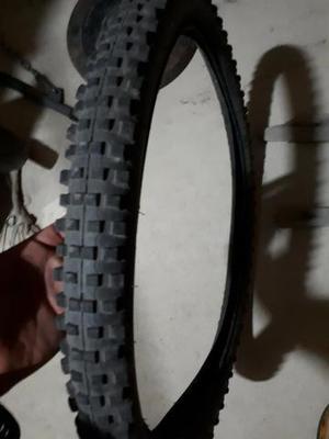 Par de pneu aro 26x2.35 (balão) pouco uso