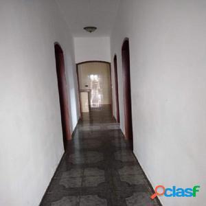 Casa ampla, 03 dormitórios, 01 suíte