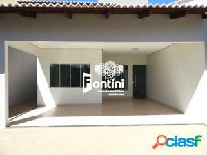 Casa a venda em Palmas, 3 suítes, 130m², R$ 330mil.