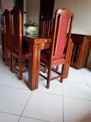 Mesa de 6 cadeiras e bufê