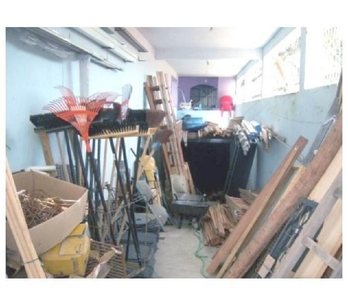 Loja de Material de Construção Bem Localizada + 2 Casas