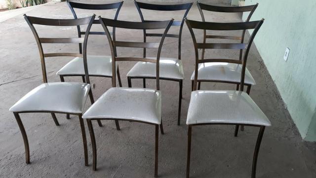 Cadeiras seminovas e reformadas