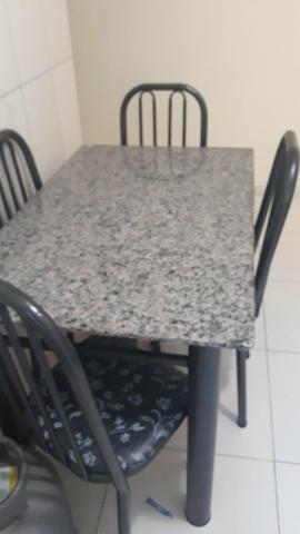Mesa de mármore 4 cadeiras 3 meses de uso
