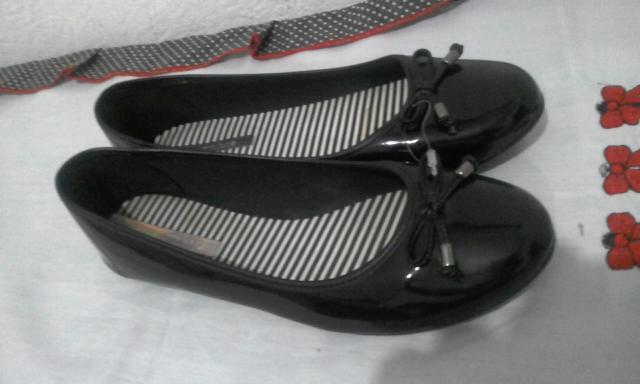 Vendo 4 sapatos femininos novos