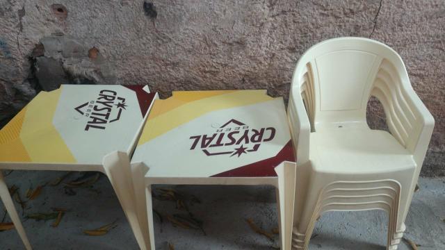 Conjuntos de mesas com cadeiras