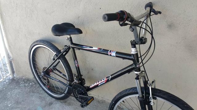 Bicicleta aro 26 Com 18 marchas amortecedor semi nova