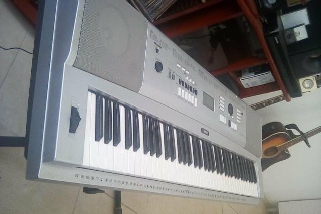 Piano Digital Yamaha troco por play 4