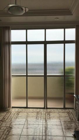 Vendo 2 portas e janela de alumínio com vidro e tudo