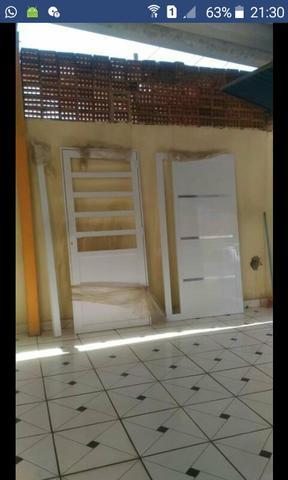 Vendo ou troco duas portas de alumínio