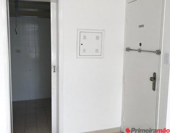 Apartamento em frente ao metrô Liberdade, sala e quarto