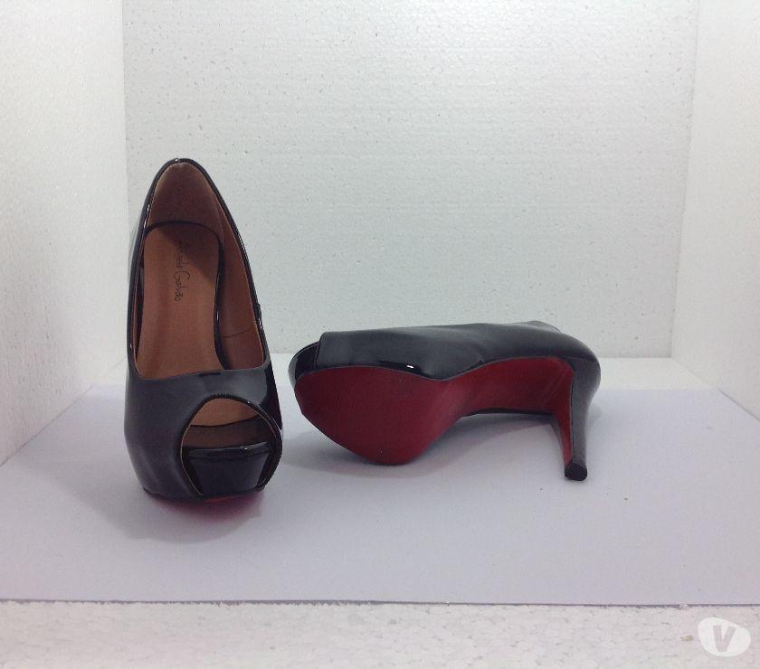 Sapato Meia Pata nº 36 em Verniz Preto e Sola Vermelha