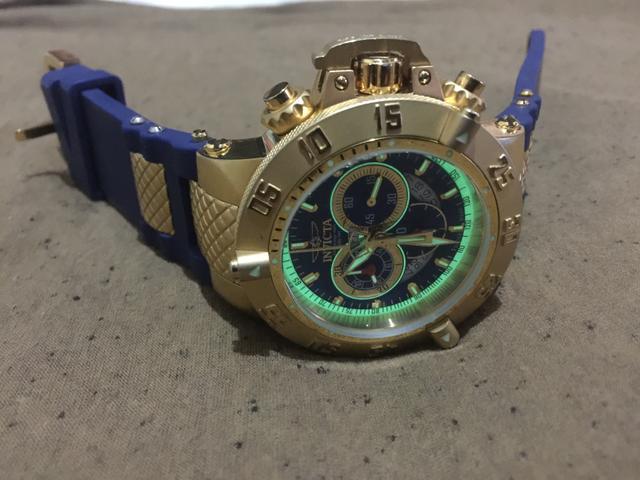 Vendo lindo invicta novo modelo fundo azul pulseira branca também tenho a azul  relógio original interessados chama no chat. 366a2034c9