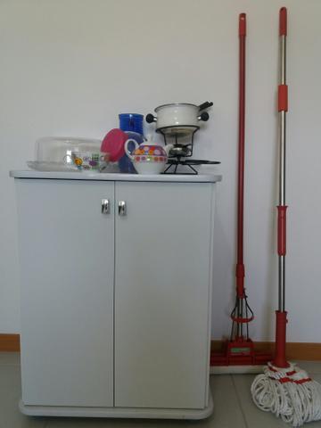 Armário e utensílios para cozinha