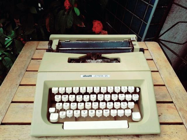 Somente para decoração Máquina de escrever antiga