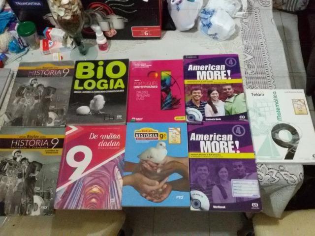 Livros didáticos do nono ano semi novos e encapados