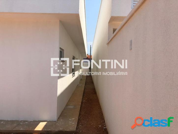 Casa a venda em Palmas, 3 suítes, 119m², R$ 320 mil.