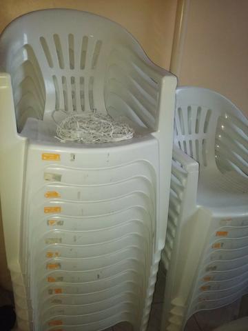 Vendo 23 cadeiras seminovas
