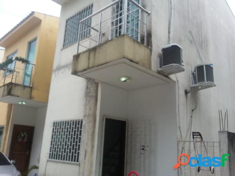 Alugo Excelente Casa Duplex em Residencial Prox ao shopping