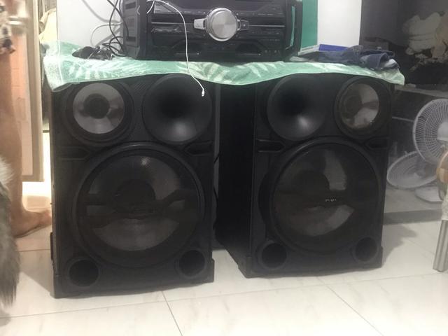 Vendo duas caixas de som sony valor 600 obs o aparelho tá