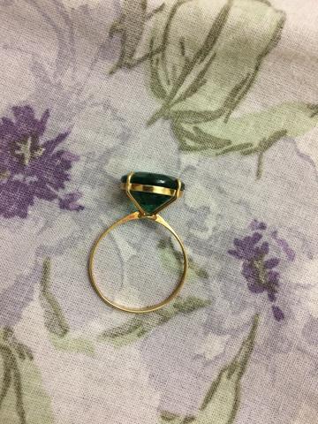 Anel de ouro com pedra semipreciosa
