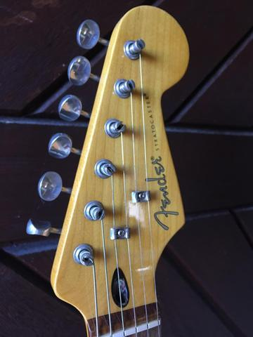 Fender Stratocaster Modern Player com Captadores Fender Tex