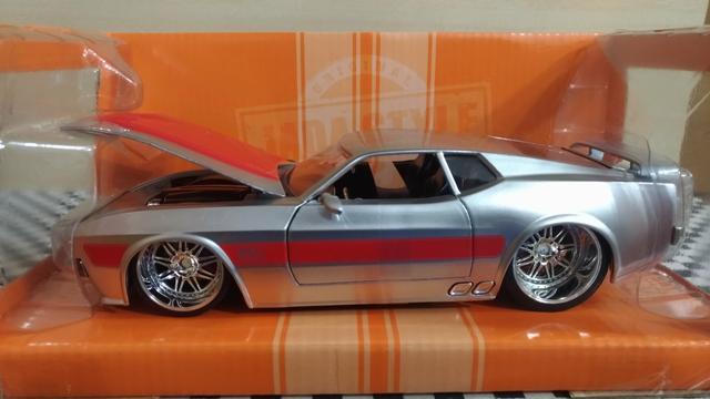 Miniatura Ford Mustang Mach 1
