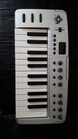 Teclado Controlador midi m-audio O2 25
