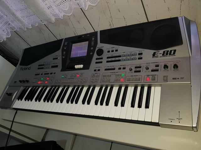Teclado Roland E 80