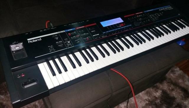 Teclado sintetizador Roland Juno stage