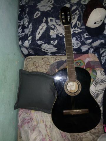 Vendo violão giannini urgente