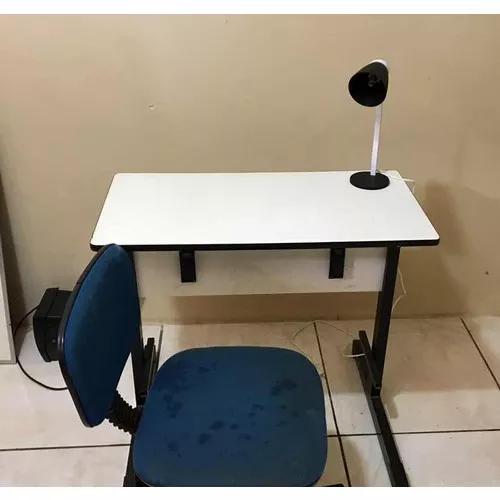 Mesa, Cadeira E Luminária Para Escritório