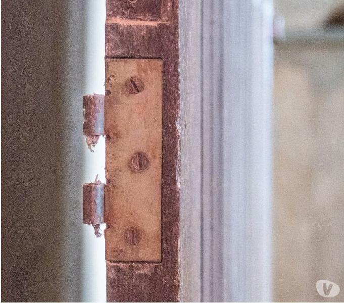 Porta em madeira de demolição maciça, excelente estad