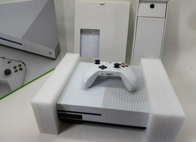 Console Xbox One S 500GB,com nota fiscal, 1 controle,3 jogos